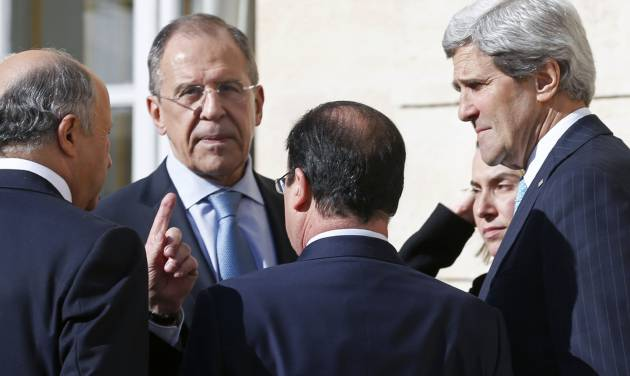 From left, French Foreign Minister Laurent Fabius, Russian Foreign Minister Sergey Lavrov, French President Francois Hollande, Italian Foreign Minister Federica Mogherini and U.S. Secretary of State John Kerry, talk together during a break of a meeting at the Elysee Palace in Paris, Wednesday, March 5, 2014. Top diplomats from the West and Russia trying to find an end to the crisis in Ukraine are gathering in Paris on Wednesday as tensions simmered over the Russian military takeover of the strategic Crimean Peninsula. (AP Photo/Alain Jocard, Pool)