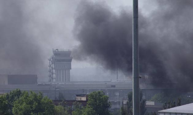 Smoke rises from the airport outside Donetsk, Ukraine, Monday, May 26, 2014. Ukraine's military launched airstrikes Monday against the separatists who had taken over the airport in the eastern city of Donetsk, suggesting that fighting in the east is far from over. (AP Photo/Ivan Sekretarev)
