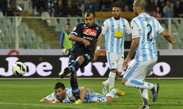 Napoli Macedonian forward Goran Pandev scores his side's second goal during a Serie A soccer match between Pescara and Napoli, at the Adriatico stadium in Pescara, Italy, Saturday, April 27, 2013. (AP Photo/Sandro Perozzi)
