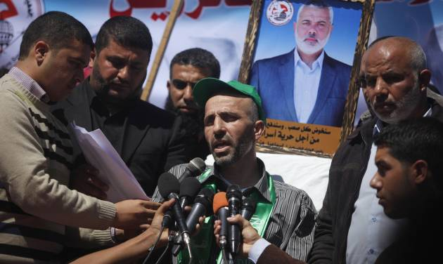 Ayman Sharawna, center, speaks during a rally calling for the release of Palestinian prisoners in Gaza City, Monday, March 25, 2013. Sharawna, a West Bank resident was deported to Gaza Strip last Sunday after a prolonged hunger strike in Israeli jail. (AP Photo/Hatem Moussa)