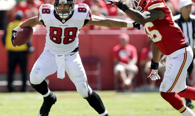 Atlanta Falcons tight end Tony Gonzalez (88) tries to evade Kansas City Chiefs linebacker Derrick Johnson (56) as he runs the ball during the first half of an NFL football game, Sunday, Sept. 9, 2012, in Kansas City, Mo. (AP Photo/Charlie Riedel)