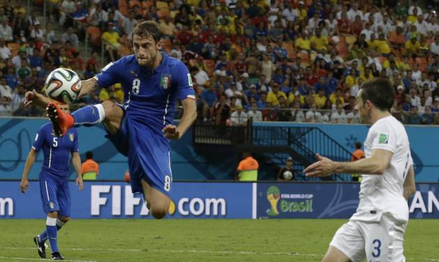 Italy's Claudio Marchisio, left, controls the ball in front of England's Leighton Baines, right, during the group D World Cup soccer match between England and Italy at the Arena da Amazonia in Manaus, Brazil, Saturday, June 14, 2014. (AP Photo/Matt Dunham)