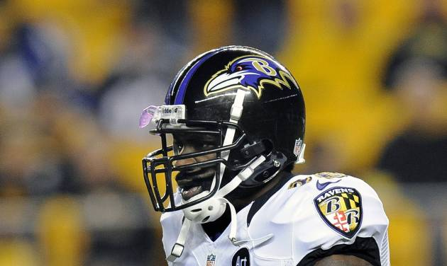 In this Sunday, Nov. 18, 2012, photo, Baltimore Ravens free safety Ed Reed warms up prior to an NFL football game against the Pittsburgh Steelers in Pittsburgh. Reed was suspended for one game by the NFL on Monday, Nov. 19, for repeated hits to the head and neck area of defenseless players. (AP Photo/Don Wright)