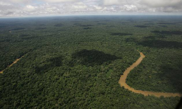 FILE - In this May 17, 2007, file photo, An aerial view of the Yasuni National Park, in Ecuador's northeastern jungle. Ecuador's government has issued an environmental permit, May 22, 2014, for oil drilling in the pristine Amazon reserve that President Rafael Correa initially offered to exempt from exploration if rich countries would pay his government. (AP Photo/Dolores Ochoa, File)