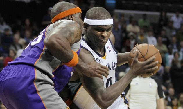 Memphis Grizzlies' Zach Randolph, right, drives against Phoenix Suns' Jermaine O'Neal during the second half of an NBA basketball game in Memphis, Tenn., Tuesday, Dec. 4, 2012. Randolph scored 38 points in the Grizzlies 108-98 overtime victory. (AP Photo/Danny Johnston)