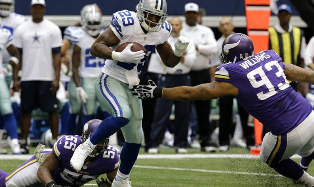Dallas Cowboys running back DeMarco Murray (29) escapes tackle attempts by Minnesota Vikings' Marvin Mitchell (55) and Kevin Williams (93) for extra yardage in the first  half of an NFL football game, Sunday, Nov. 3, 2013, in Arlington, Texas. (AP Photo/Nam Y. Huh)