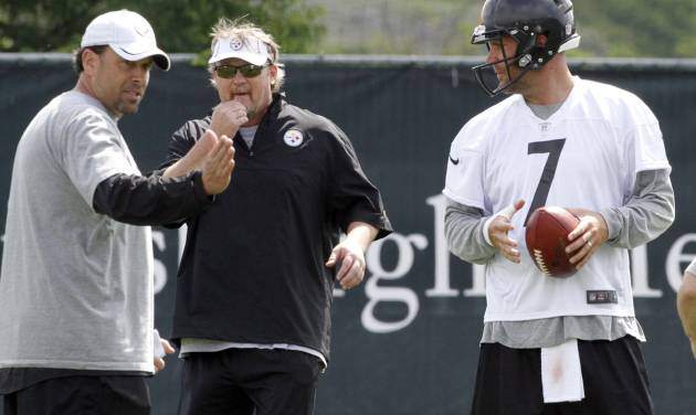 Pittsburgh Steelers quarterback Ben Roethlisberger (7) listens to new offensive coordinator Todd Haley, left, during the first day of NFL football practice at the team's training facility on Tuesday, May 22, 2012 in Pittsburgh. Quarterbacks coach Randy Fichtner listens at center. (AP Photo/Keith Srakocic)