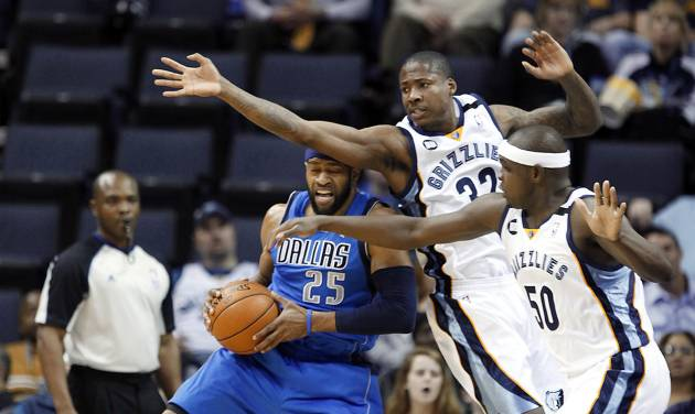Dallas Mavericks guard Vince Carter (25) gets pressure from Memphis Grizzlies defenders Ed Davis (32) and Zach Randolph (50) during the first half of an NBA basketball game Wednesday, Feb. 27, 2013, in Memphis, Tenn. (AP Photo/Lance Murphey)