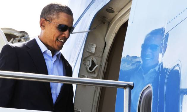 President Barack Obama boards Air Force One to leave Palm Springs International Airport in Palm Springs, Calif., on Monday, Feb. 17, 2014, en route to return to Washington. (AP Photo/Jacquelyn Martin)