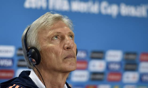 Colombia's head coach Jose Pekerman watches up during a press conference on the day before the group C World Cup soccer match between Colombia and Greece at the Mineirao Stadium in Belo Horizonte, Brazil, Friday, June 13, 2014.  (AP Photo/Martin Meissner)