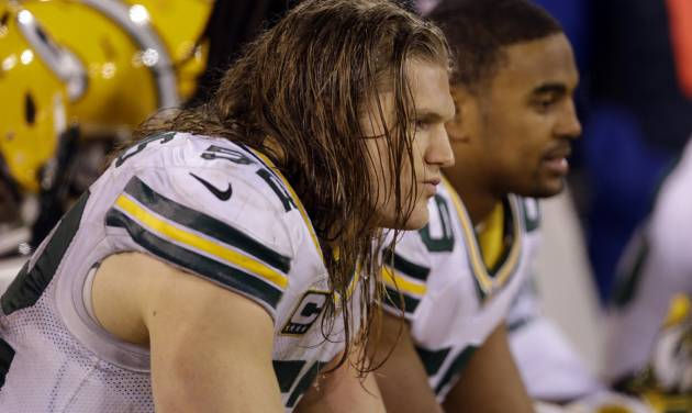 Green Bay Packers outside linebacker Clay Matthews, left, and inside linebacker Brad Jones sit on the bench during the fourth quarter of an NFC divisional playoff NFL football game against the San Francisco 49ers in San Francisco, Saturday, Jan. 12, 2013. (AP Photo/Marcio Jose Sanchez)