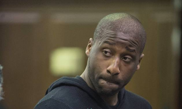 Raymond Felton appears in criminal court Tuesday, Feb. 25, 2014, in New York. Felton was arrested Tuesday on weapons charges after a lawyer for Felton's wife turned in a loaded gun allegedly belonging to the basketball star, saying she didn't want it in her home, police said. (AP Photo/New York Post, Steven Hirsch, Pool)