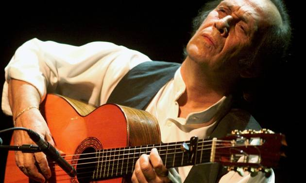 FILE - In this July 12, 2001 file photo, Spanish guitarist Paco de Lucia performs during the 35th Montreux Jazz Festival in Montreux, Switzerland. Jose Ignacio Landaluce, mayor of de Lucia's native Spanish town of Algeciras said in a statement Wednesday Feb. 26, 2014 the world-renowned flamenco guitarist Paco de Lucia has died in Mexico, where he lived. He was 66. The cause of death was not immediately made known. (AP Photo/Keystone, Laurent Gillieron, File)