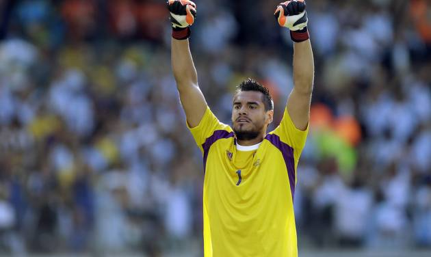 Argentina's goalkeeper Sergio Romero celebrates after their 1-0 victory over Iran during the group F World Cup soccer match between Argentina and Iran at the Mineirao Stadium in Belo Horizonte, Brazil, Saturday, June 21, 2014. (AP Photo/Fernando Vergara)