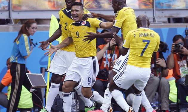 Colombia's Teofilo Gutierrez, centre, celebrates after scoring his side's second goal during the group C World Cup soccer match between Colombia and Greece at the Mineirao Stadium in Belo Horizonte, Brazil, Saturday, June 14, 2014.  (AP Photo/Frank Augstein)