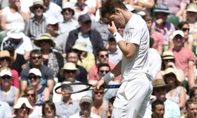 Andy Murray of Britain wipes his face during the men's singles quarterfinal match against Grigor Dimitrov of Bulgaria at the All England Lawn Tennis Championships in Wimbledon, London, Wednesday, July 2, 2014. (AP Photo/Toby Melville, Pool)
