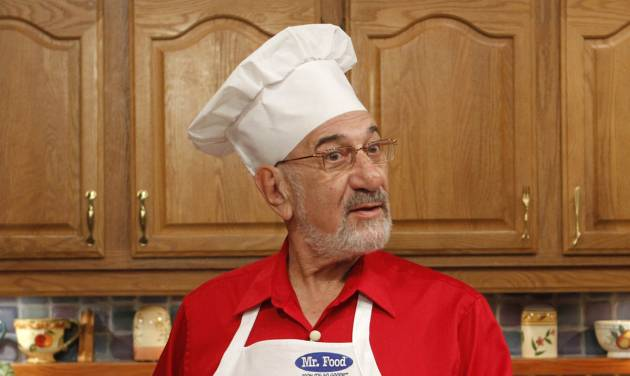 FILE-- In an Oct. 14, 2010 file photo, Art Ginsburg, also known as Mr. Food, is shown during rehearsal in Fort Lauderdale, Fla. Ginsburg, has died at his home in Weston, Fla., Wednesday Nov. 21, 2012. (AP Photo/Alan Diaz, file)