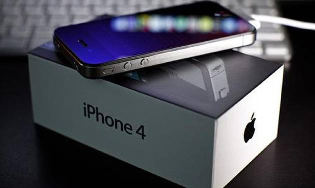 This year, Apple's iPhone 4 can in at No. 1 for Yahoo! online searches.