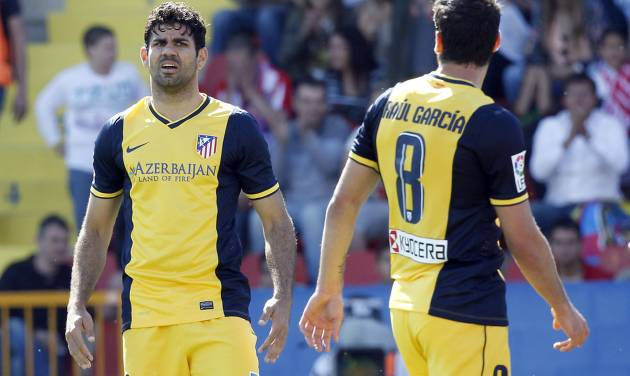 Atletico de Madrid's Diego Costa, left, and Raul Garcia, right, react during a Spanish La Liga soccer match against Levante at the Ciutat de Valencia stadium in Valencia, Spain, on Sunday, May 4, 2014. (AP Photo/Alberto Saiz)