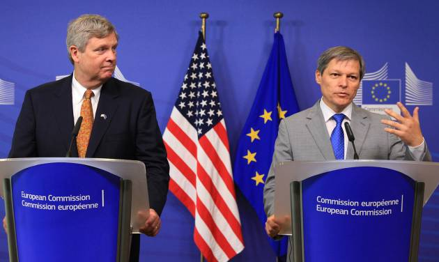 European Commissioner for Agriculture Dacian Ciolos, right, and U.S. Secretary of Agriculture Tom Vilsack, address the media at the European Commission headquarters in Brussels, Tuesday, June 17, 2014. (AP Photo/Yves Logghe)