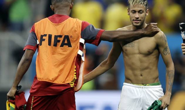 Brazil's Neymar, right, exchanges jerseys with Cameroon's Samuel Eto'o following Brazil's 4-1 victory over Cameroon in the group A World Cup soccer match between Cameroon and Brazil at the Estadio Nacional in Brasilia, Brazil, Monday, June 23, 2014. (AP Photo/Natacha Pisarenko)