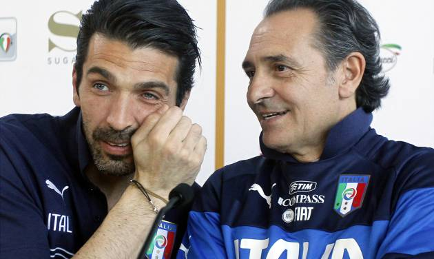 Italy coach Cesare Prandelli, right, speaks to goalie Pierluigi Buffon during a press conference at the national team's Coverciano training complex in Florence, Italy, Tuesday, April 15, 2014, where 42 players were called up for World Cup fitness tests. (AP Photo/Fabrizio Giovannozzi)
