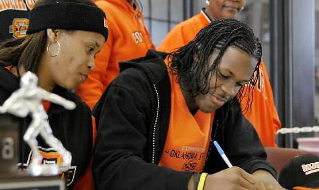 Carl Albert High School defensive back Daytawion Lowe signs letter of intent to play football at Oklahoma State University during a ceremony in the lobby of school's athletic facility Wednesday afternoon, February 4, 2009. BY JIM BECKEL