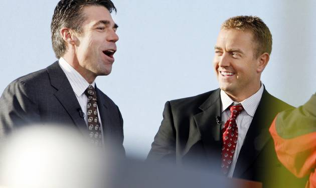 EOU / TEXAS TECH / COLLEGE FOOTBALL GAME / PREPARE / PREPARATION: SPN College Game Day anchors Chris Fowler and Kirk Herbstreit talk on the set at John Jacobson Track Field at the University of Oklahoma in Norman, Oklahoma,  on Friday November 21, 2008.      By Steve Sisney, The Oklahoman   ORG XMIT: KOD