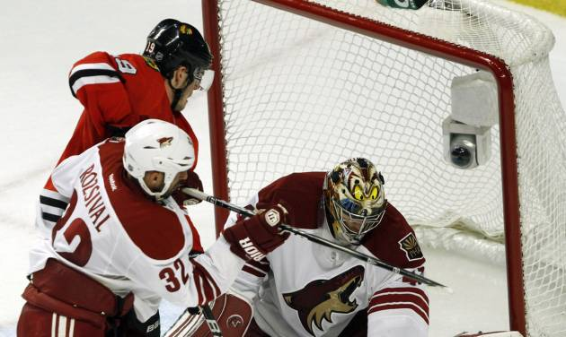 Chicago Blackhawks' center Jonathan Toews gets an opportunity but Phoenix Coyotes' goalie Mike Smith makes the save as the Coyotes defeated the Chicago Blackhawks 4-0 in Game 6 of an NHL hockey Stanley Cup first-round playoff series in Chicago, Monday, April 23, 2012.(AP Photo /Daily Herald, Steve Lundy ) MANDATORY CREDIT