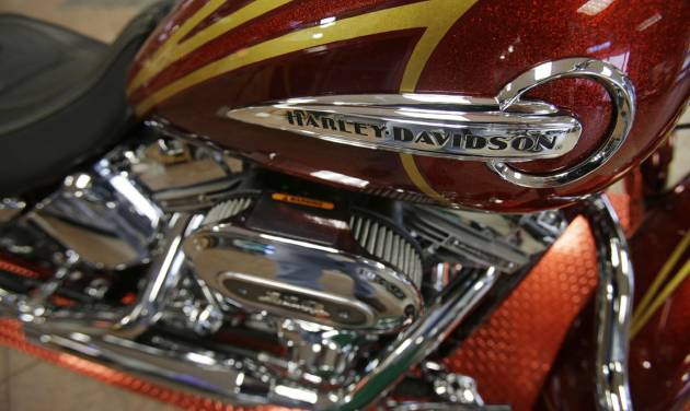 This Wednesday, March 19, 2014 photo shows CVO Deluxe Harley-Davidson at the South East Harley-Davidson in Bedford, Ohio. Harley Davidson reports quarterly earnings on Tuesday, April 22, 2014. (AP Photo/Tony Dejak)