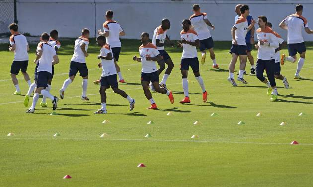 Soccer players from the Netherlands soccer team are seen during a training session in Rio de Janeiro, Brazil, Sunday June 8, 2014.  The Netherlands play in group B of the 2014 soccer World Cup. (AP Photo/Wong Maye-E)