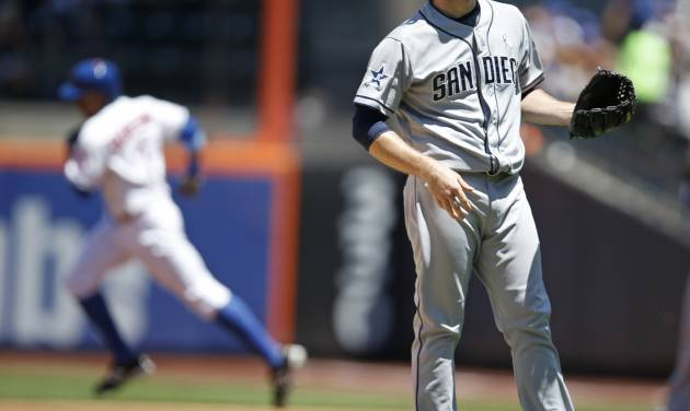 New York Mets' Curtis Granderson, back left, runs past San Diego Padres starting pitcher Ian Kennedy after hitting a first-inning solo home run duringa baseball game in New York, Sunday, June 15, 2014. The Mets won 3-1. (AP Photo/Kathy Willens)