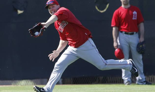 Los Angeles Angels center fielder Mike Trout (27) makes the running catch during spring training baseball practice, Thursday, Feb. 20, 2014, in Tempe, Ariz. (AP Photo/Rick Scuteri)