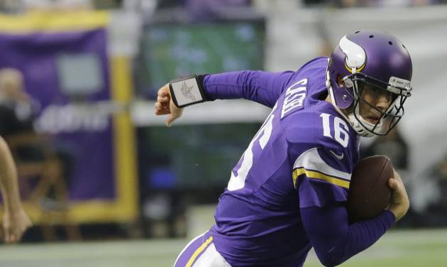 Minnesota Vikings quarterback Matt Cassel (16) tries to break a tackle by Philadelphia Eagles inside linebacker DeMeco Ryans during the first half of an NFL football game, Sunday, Dec. 15, 2013, in Minneapolis. (AP Photo/Ann Heisenfelt)