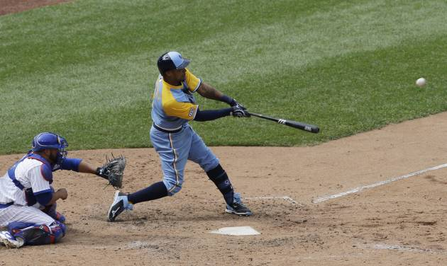 Tampa Bay Rays' Desmond Jennings hits an one-run double against the Chicago Cubs during the seventh inning of an interleague baseball game in Chicago, Sunday, Aug. 10, 2014. (AP Photo/Nam Y. Huh)