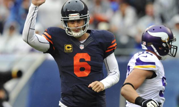 Chicago Bears quarterback Jay Cutler (6) pumps his fist after throwing a touchdown pass to tight end Martellus Bennett during the first half of an NFL football game against the Minnesota Vikings, Sunday, Sept. 15, 2013, in Chicago. (AP Photo/Jim Prisching)