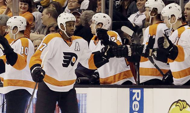 Philadelphia Flyers right winger Wayne Simmonds (17) celebrates his goal over the Los Angeles Kings in the second period of an NHL hockey game in Los Angeles Saturday, Feb. 1, 2014.  (AP Photo/Reed Saxon)
