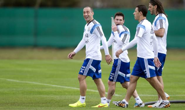 Argentina's national soccer players from right to left, Pablo Zabaleta, Lionel Messi, Maxi Rodriguez and Martin Demichelis leave after a training session in Buenos Aires, Argentina, Saturday, May 31, 2014. Argentina is training for the Brazil 2014 World Cup. (AP Photo/Natacha Pisarenko)