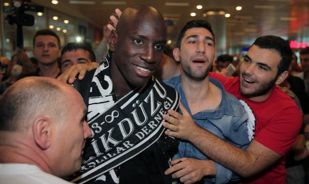 Soccer fans of Besiktas greet Demba Ba, a former Chelsea player from Senegal, at Ataturk Airport in Istanbul, Turkey, Wednesday, July 16, 2014. Ba will sign a three-year contract with Besiktas soccer club.(AP Photo/Emrah Gurel)