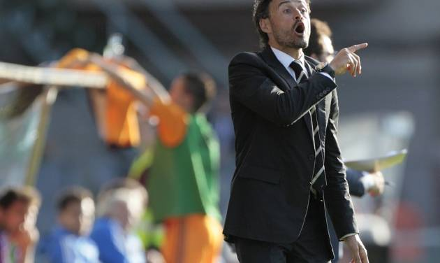 Celta's coach Luis Enrique gestures during a Spanish La Liga soccer match against Real Madrid,  at the Balaidos stadium in Vigo, Spain, Sunday, May 11, 2014. (AP Photo/Lalo R. Villar)