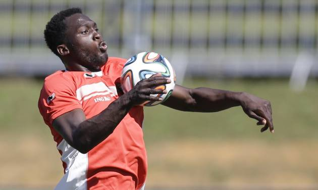 Belgium's Romelu Lukaku controls the ball during a team training session in Mogi Das Cruzes, Brazil, Friday, June 13, 2014. Belgium play in group H of the 2014 soccer World Cup. (AP Photo/Andrew Medichini)