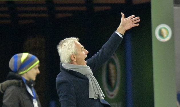 Hamburg head coach Bert van Marwijk  gestures during the  quarterfinal match of the German soccer cup between Hamburger SV and Bayern Munich in Hamburg, Germany, Wednesday, Feb. 12, 2014. (AP Photo/Martin Meissner)