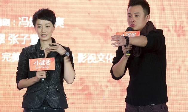 """In this Wednesday Dec. 5, 2012 photo, actor Wen Zhang, right, and his wife Ma Yili, a producer and actress attend a presser for their TV series """"Little Daddy"""" held in Beijing, China. The Chinese actor's apology to his actress wife following rumors of his infidelity has set a record for comments and retweets on China's version of Twitter. (AP Photo) CHINA OUT"""