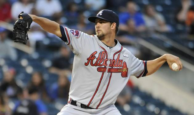 Atlanta Braves starter Mike Minor pitches against the New York Mets in the first inning of a baseball game at Citi Field on Thursday, Aug. 28, 2014, in New York. (AP Photo/Kathy Kmonicek)