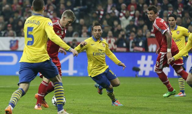Bayern's Bastian Schweinsteiger, second left, scores the opening goal during the Champions League round of 16 second leg soccer match between FC Bayern Munich and FC Arsenal in Munich, Germany, Wednesday, March 12, 2014. (AP Photo/Matthias Schrader)