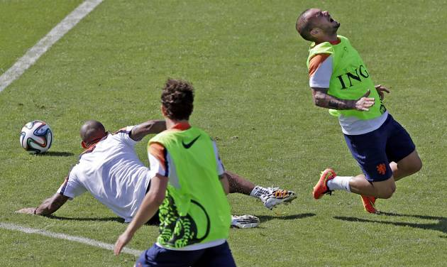 Netherlands soccer player Wesley Sneijder, right, reacts after he was tackled by a teammate during a training session in Rio de Janeiro, Brazil, Sunday June 8, 2014.  The Netherlands play in group B of the 2014 soccer World Cup. (AP Photo/Wong Maye-E)