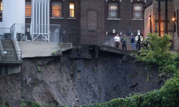 A mudslide on West River Road threatens the University of Minnesota Medical Center Fairview Hospital complex on the West Bank in Minneapolis, Minn., Thursday, June 19, 2014. The Pioneer Press reports 20 administrative employees of the hospital were evacuated as a precaution. Patients were not affected. The mudslide comes after torrential rain and flash flooding in the area Thursday. (AP Photo/The Star Tribune, Richard Tsong-Taatarii)  MANDATORY CREDIT; ST. PAUL PIONEER PRESS OUT; MAGS OUT; TWIN CITIES LOCAL TELEVISION OUT