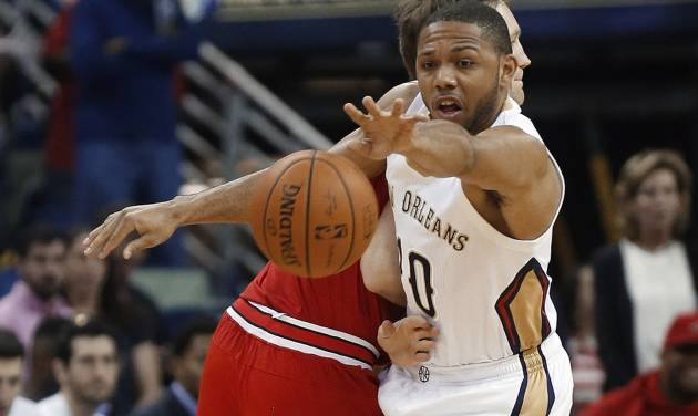 New Orleans Pelicans guard Eric Gordon (10) steals the ball from Chicago Bulls forward Mike Dunleavy during the first half of an NBA basketball game in New Orleans, Saturday, Feb. 1, 2014.  (AP Photo/Bill Haber)