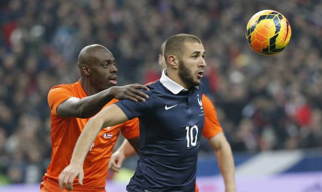 Karim Benzema of France, right, and Netherlands' Bruno Martins Indi eye the ball during the international friendly match between France and Netherlands at the Stade de France stadium, outside Paris, Wednesday, March 5, 2014. (AP Photo/Christophe Ena)
