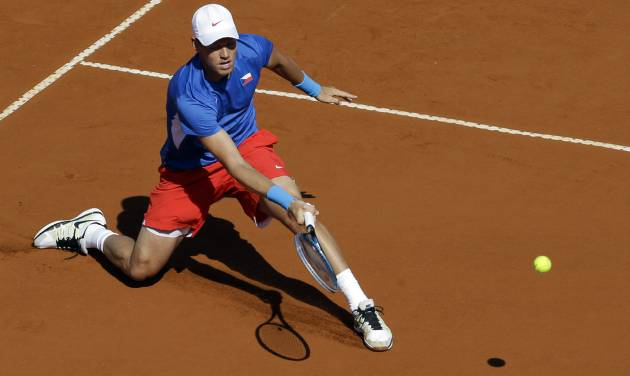 Czech Republic's Tomas Berdych returns the ball to Argentina's Carlos Berlocq during the Davis Cup semifinals tennis match in Buenos Aires, Argentina on Sunday, Sept. 16, 2012. (AP Photo/Natacha Pisarenko)
